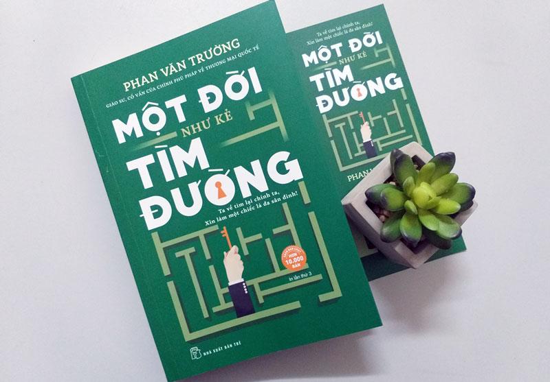 """Bìa sách """"Một đời như kẻ tìm đường"""" ."""