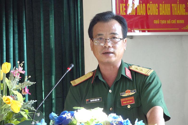 Trung tá Nguyễn Ngọc Sơn - Chỉ huy trưởng Ban Chỉ huy Quân sự huyện phát biểu khai giảng khóa tập huấn.