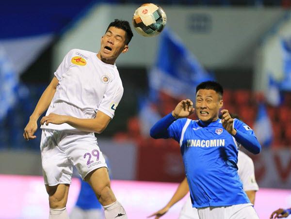 Hà Nội FC gặp nhiều khó khăn khi đá trên sân nhà của Than Quảng Ninh tại V-League.
