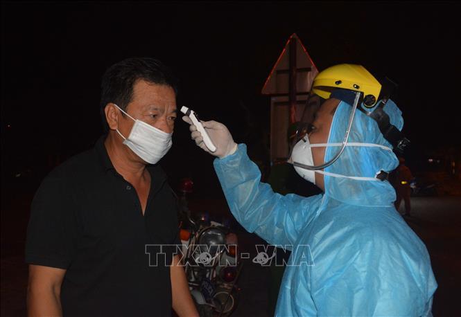 Các tỉnh Lai Châu, Bến Tre, Quảng Bình đã thành lập các chốt kiểm soát liên ngành; thực hiện việc đón tiếp, kiểm tra sức khỏe, cách ly tập trung đối với các công dân Việt Nam trở về nước. Ảnh minh họa: Văn Dũng/TTXVN
