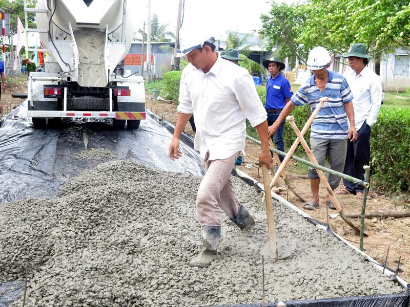 Nước mặn khiến chất lượng bê-tông không đảm bảo dẫn đến bể, sụp công trình.