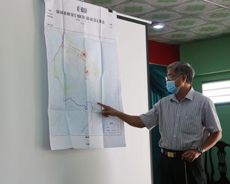 Phó chủ tịch Thường trực UBND tỉnh Nguyễn Văn Đức thống nhất phương án cách ly toàn bộ ấp Thừa Lợi.
