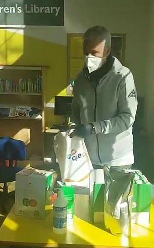 HLV Mourinho đi làm từ thiện trong mùa dịch COVID-19