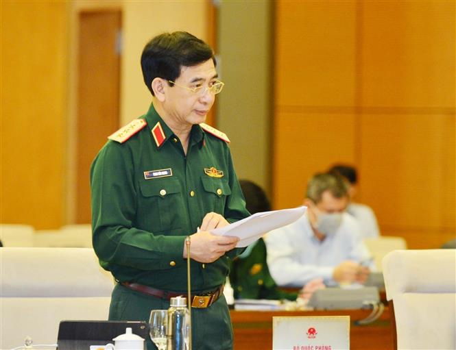 Thượng tướng Phan Văn Giang, Tổng Tham mưu trưởng, Thứ trưởng Bộ Quốc phòng trình bày Tờ trình về dự án Luật Biên phòng Việt Nam. Ảnh: Trọng Đức/TTXVN