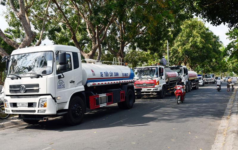 Xe chuyển nước ngọt hỗ trợ Bến Tre mùa hạn mặn.