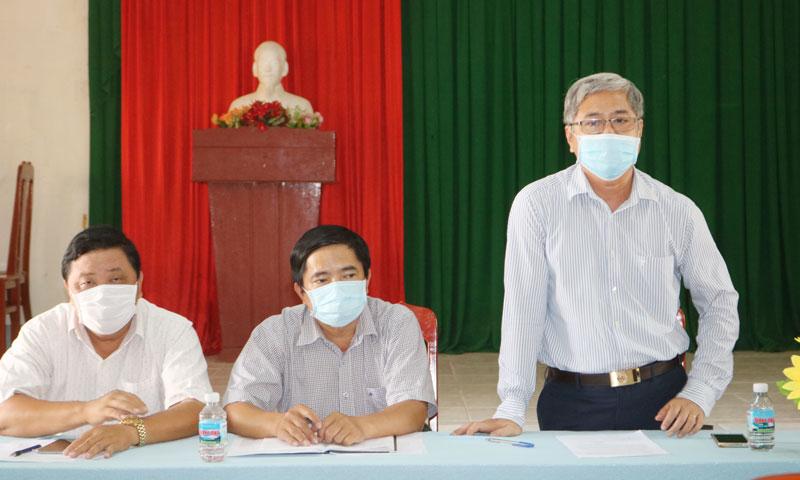 Phó chủ tịch Thường trực UBND tỉnh Nguyễn Văn Đức phát biểu trong buổi làm việc tại xã An Thủy huyện Ba Tri.