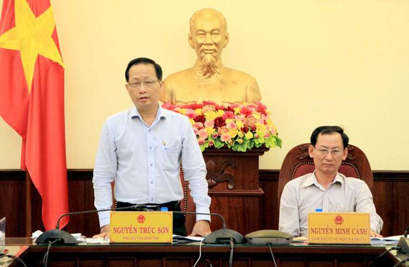 Phó chủ tịch UBND tỉnh Nguyễn Trúc Sơn phát biểu tại cuộc họp. Ảnh: Trương Hùng