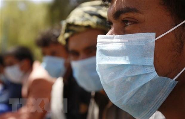 Người dân đeo khẩu trang phòng lây nhiễm COVID-19 tại Sanaa, Yemen, ngày 23-3-2020. (Nguồn: THX/TTXVN)