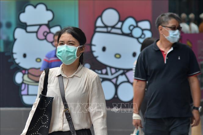 Người dân Malaysia đeo khẩu trang phòng dịch. Ảnh: AFP/TTXVN