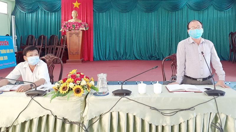 Chủ tịch UBND huyện Nguyễn Văn Dũng phát biểu tại hội nghị.
