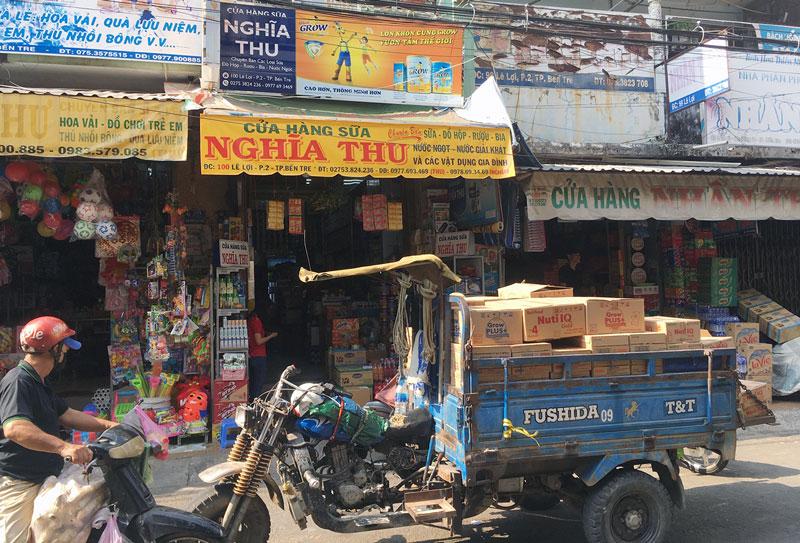 Hàng hóa, nhu yếu phẩm dồi dào phục vụ nhu cầu mua sắm của người dân. Ảnh: Thành Châu