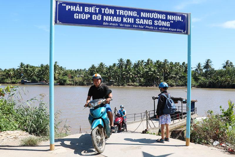 Các bến khách ngang sông tạm dừng hoạt động trong 15 ngày.