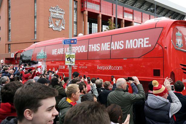 Liverpool đang bị chỉ trích vì không hỗ trợ các nhân viên không chơi bóng trong mùa COVID-19