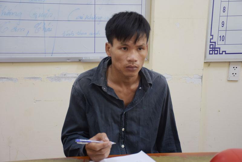 Đối tượng Cao Tấn Thanh tại cơ quan công an.