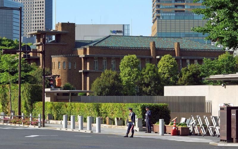 Khu vực bên ngoài Tư dinh Thủ tướng Abe Shinzo. Ảnh: Reuters