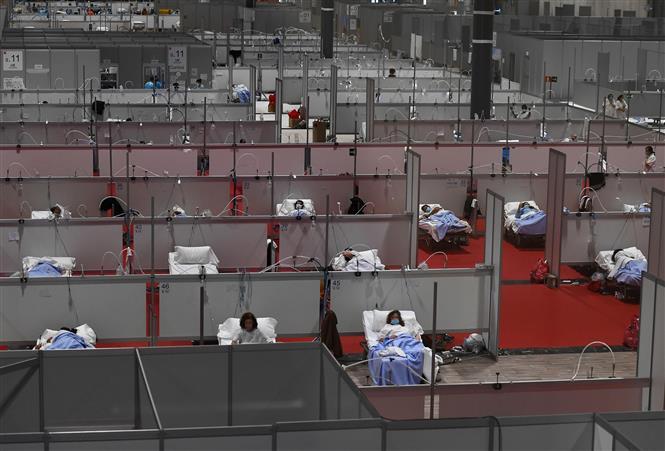 Bệnh viện dã chiến điều trị cho bệnh nhân mắc COVID-19 tại một trung tâm triển lãm ở Madrid, Tây Ban Nha. Ảnh: AFP-TTXVN