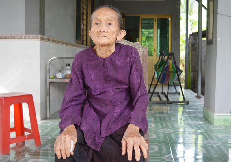 Mẹ Lê Thị Đấu đã có nhiều đóng góp xây dựng cho địa phương.
