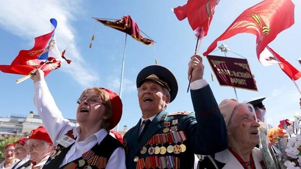 Cựu chiến binh, người dân Nga vui mừng trong ngày lễ kỷ niệm Ngày Chiến thắng trong Chiến tranh Vệ quốc vĩ đại. Nguồn: Moskva News Agency