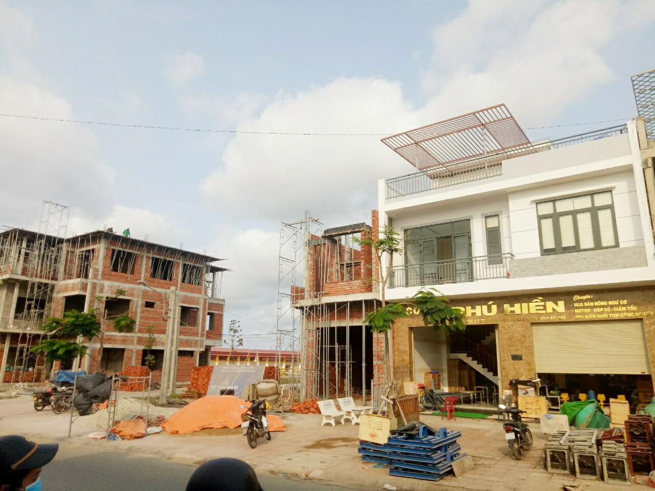Khu dân cư Thạnh Phú Center dần được hình thành và ngày càng sầm uất.