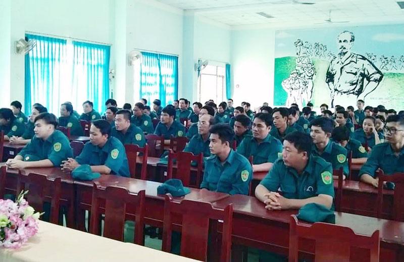 Bến Tre khai giảng huấn luyện dân quân tự vệ năm nhất. Ảnh: Đặng Thạch