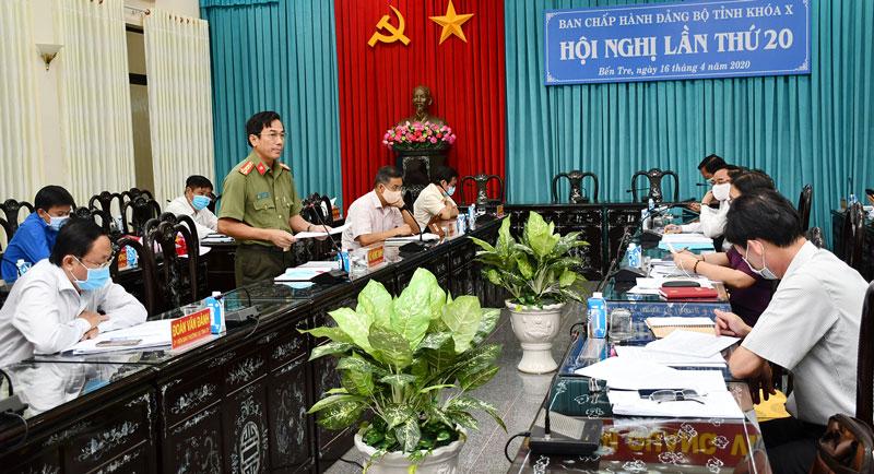 Văn phòng Tỉnh ủy chuẩn bị trang thiết bị phục vụ Hội nghị Tỉnh ủy lần thứ 20 bằng hình thức trực tuyến. Ảnh: H. Hiệp