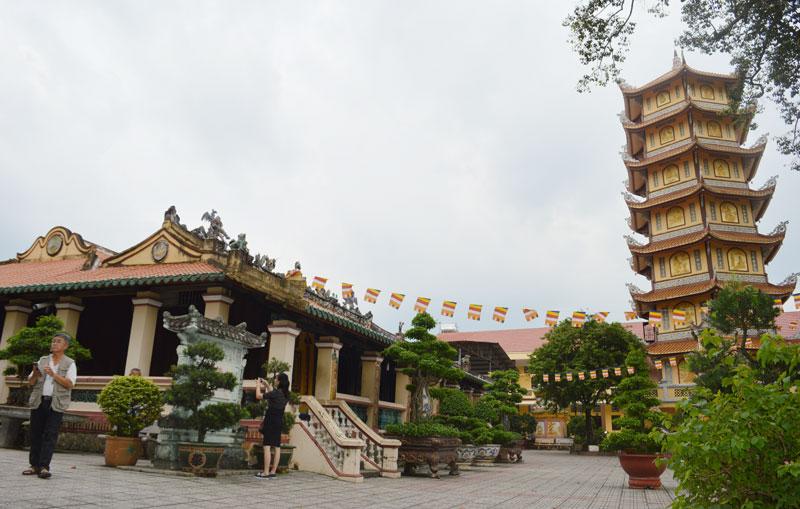 Quang cảnh chùa Hội Khánh.