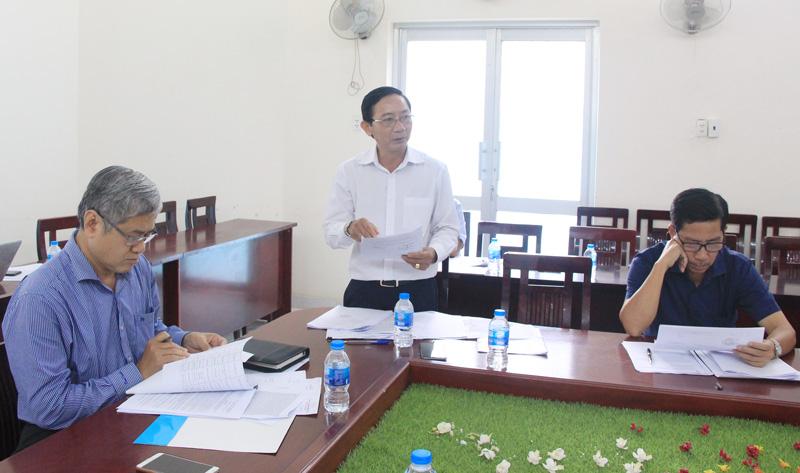 Giám đốc Sở Văn hóa, Thể thao và Du lịch Trương Quốc Phong góp ý đặt tên các tuyến đường trên địa bàn thị trấn Chợ Lách.