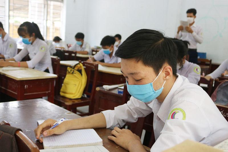 Học sinh cần tập trung ôn tập đảm bảo kết quả kỳ thi.