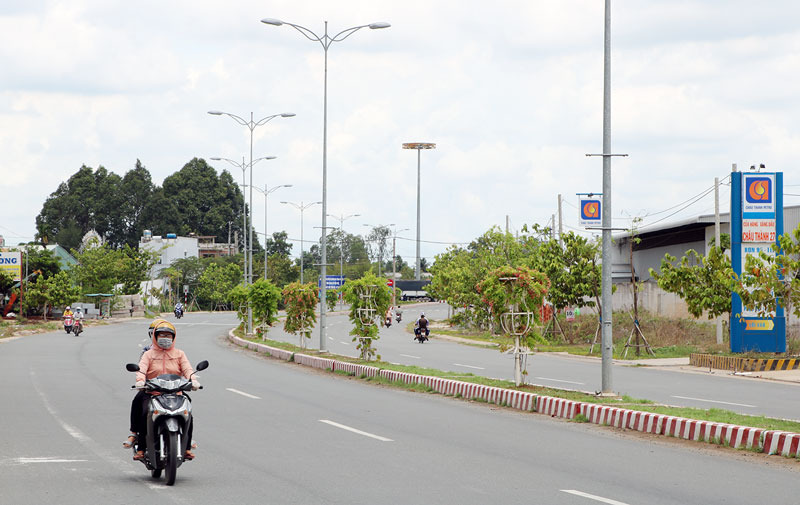 Đường Huỳnh Tấn Phát ở Phú Hưng nối TP. Bến Tre với 3 huyện Châu Thành, Giồng Trôm, Bình Đại.