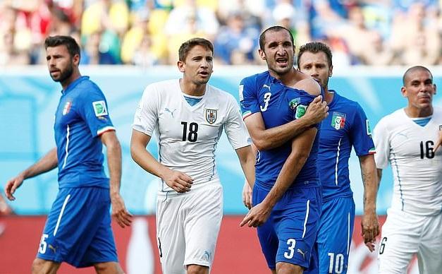 Chiellini đã bị Suarez cắn vào vai ở World Cup 2014