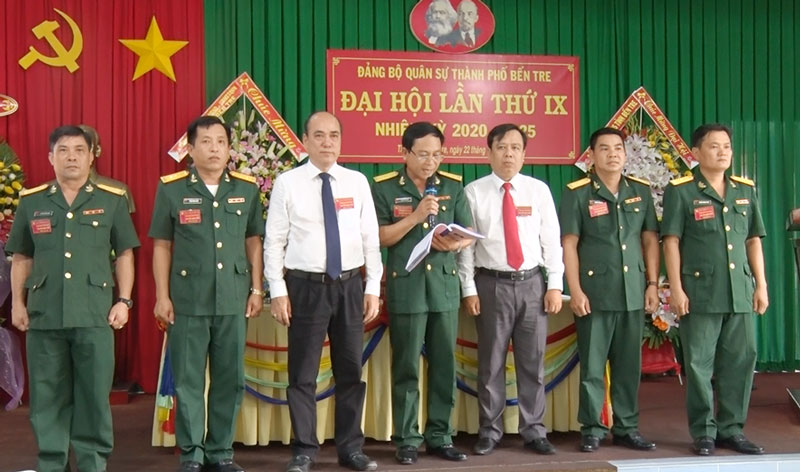 Ban chấp hành Đảng bộ quân sự thành phố ra mắt hạ quyết tâm. Ảnh: Hồng Quốc