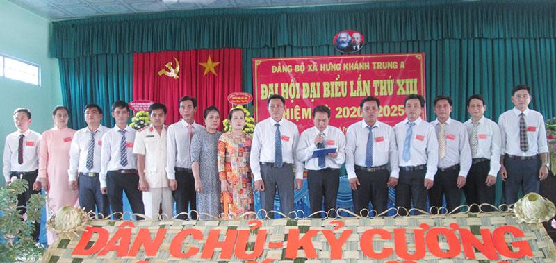 Ban Chấp hành Đảng bộ xã nhiệm kỳ 2020-2025 ra mắt hạ quyết tâm trước Đại hội. Ảnh: Thanh Giang