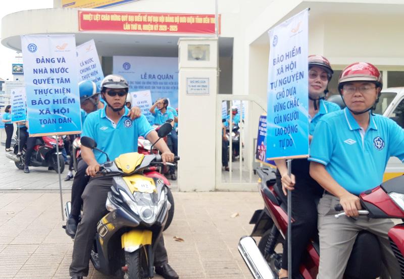 Lực lượng giễu hành, tuyên truyền tham gia BHXH tự nguyện tại điểm cầu tỉnh