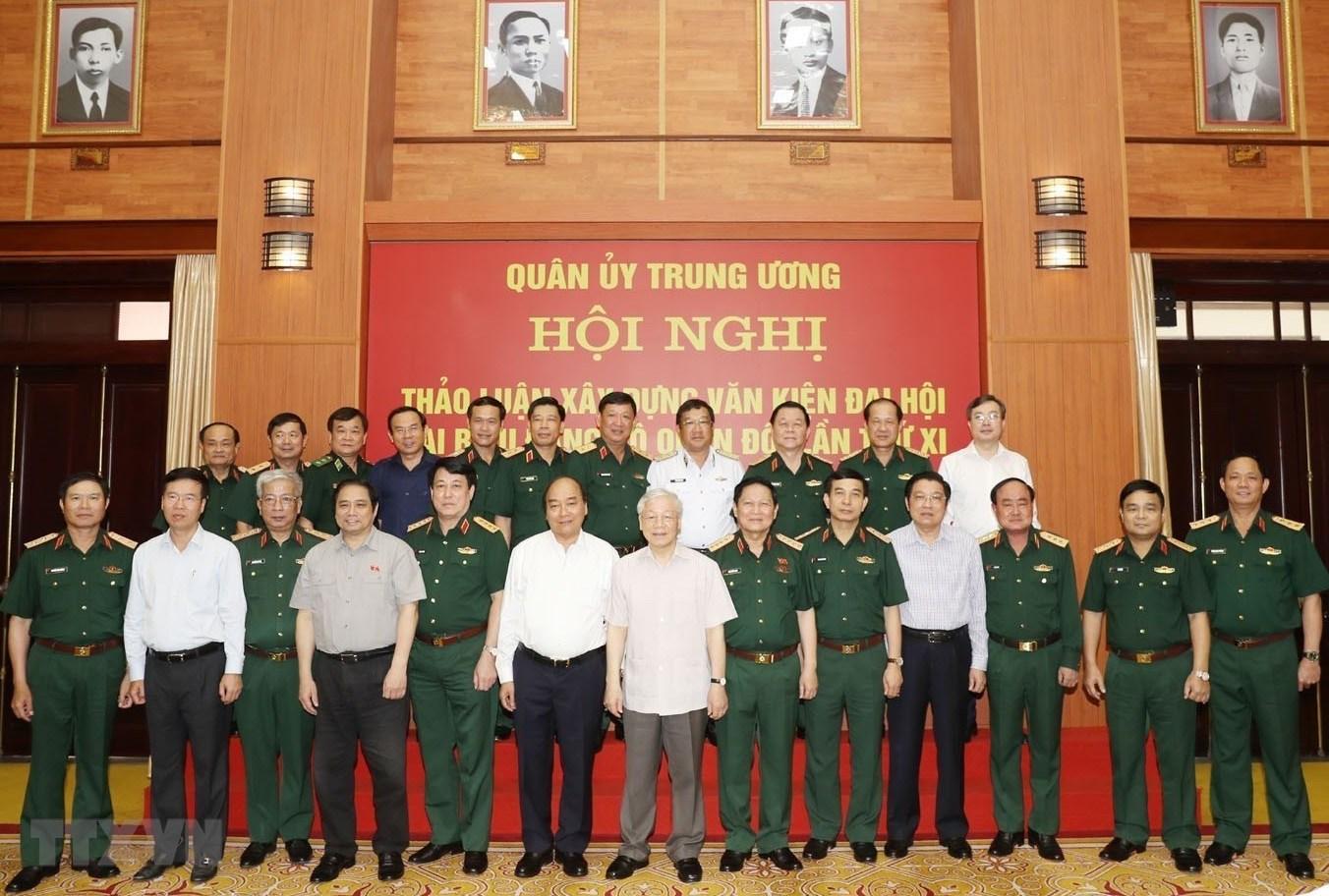 Tổng Bí thư, Chủ tịch nước, Bí thư Quân ủy Trung ương Nguyễn Phú Trọng, Thủ tướng Chính phủ Nguyễn Xuân Phúc cùng các đại biểu dự hội nghị.