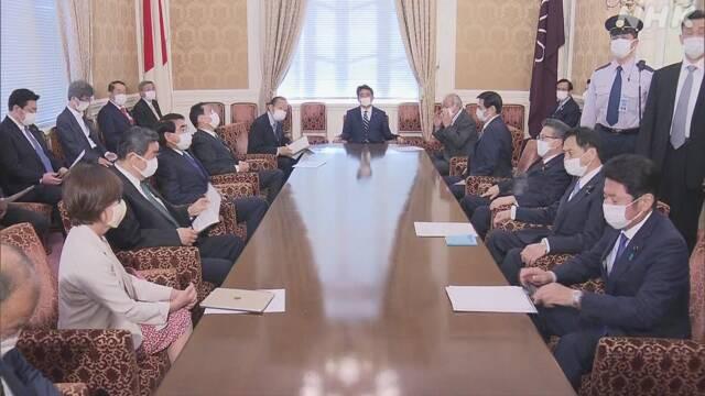Ông Abe họp với đảng Tự do Dân chủ về bãi bỏ tình trạng khẩn cấp.