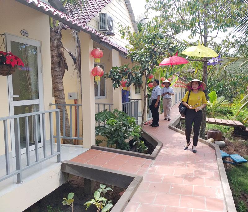 Đoàn công tác khảo sát tại điểm du lịch Nghênh Xuân.