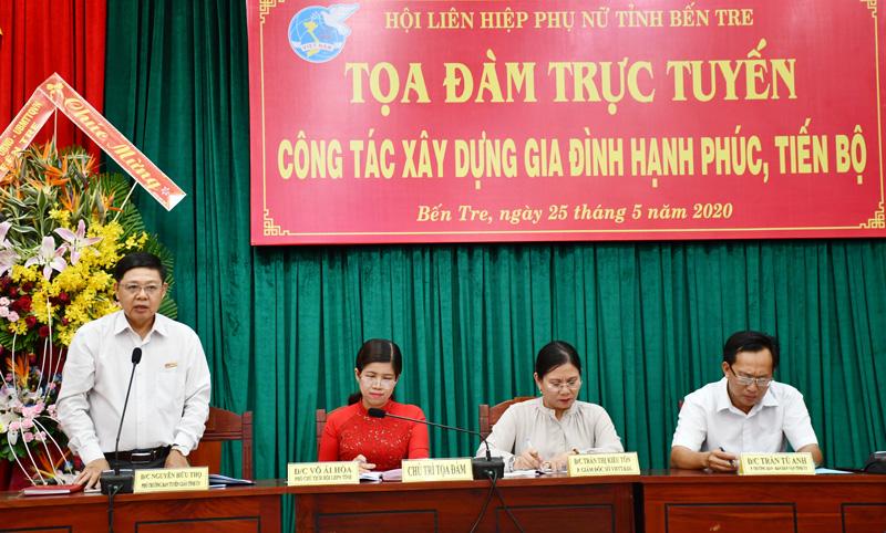 Phó trưởng Ban Tuyên giáo Tỉnh ủy Nguyễn Hữu Thọ phát biểu tại buổi tọa đàm.