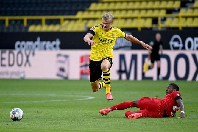 Haaland khập khiễng rời sân trong trận Dortmund vs Bayern