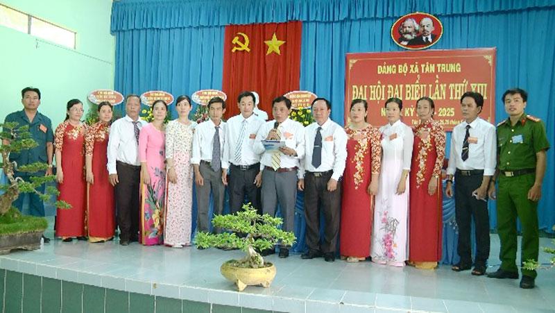 Ban Chấp hành Đảng bộ xã nhiệm kỳ 2020-2025 ra mắt hứa hẹn trước Đại hội. Ảnh: Ngọc Vũ