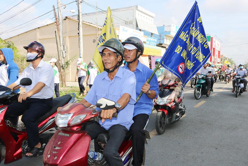 Lực luợng tham gia diễu hành tuyên truyền PCTHTL.