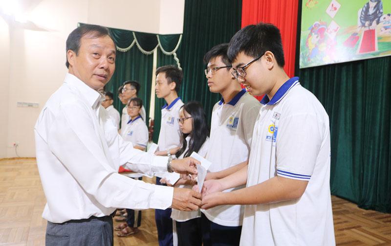 Các em học sinh đạt giải cuộc thi học sinh giỏi quốc gia THPT năm 2020.