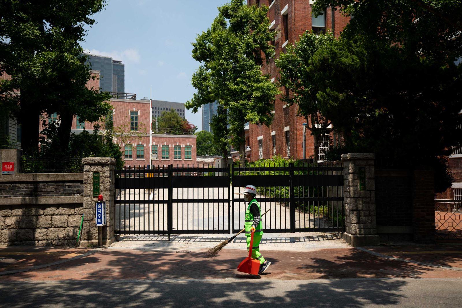 Một trường trung học ở Seoul đóng cửa trong ngày 29-5. Ảnh: Getty Images