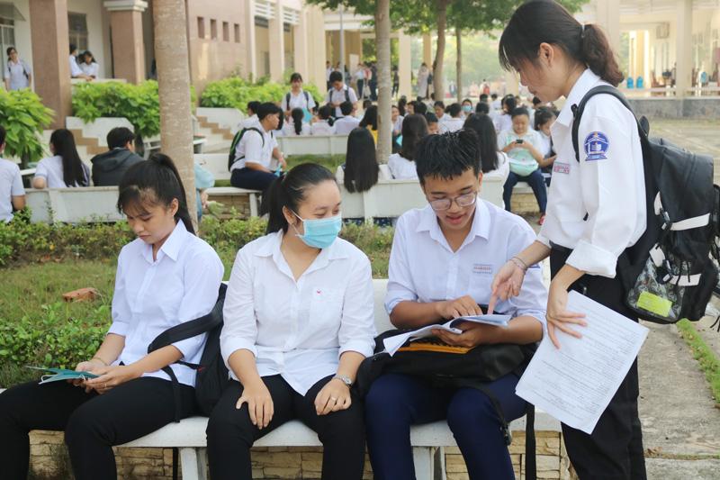 Thí sinh kỳ thi chọn học sinh giỏi lớp 12 THPT cấp tỉnh năm 2019-2020.