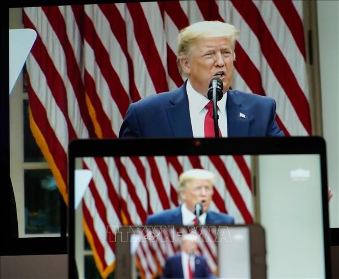 Tổng thống Mỹ Donald Trump trong cuộc họp báo tại Nhà Trắng công bố quyết định chấm dứt mối quan hệ với Tổ chức Y tế thế giới (WHO), ngày 29-5-2020. Ảnh: THX/TTXVN