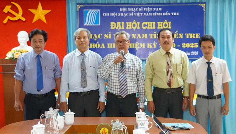 Ra mắt Ban Chấp hành Chi hội nhiệm kỳ mới.