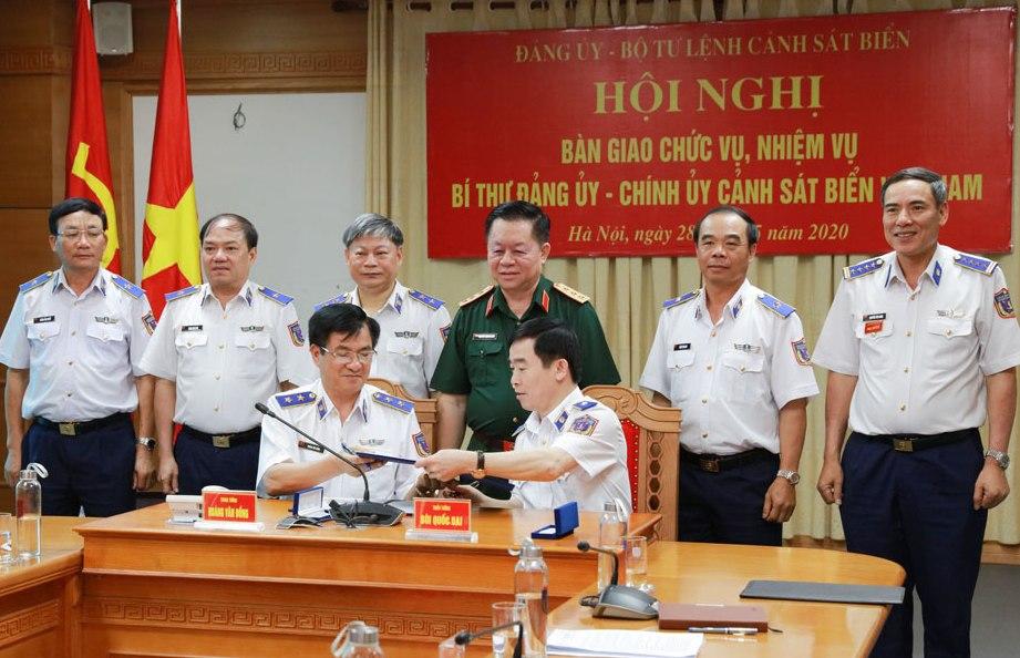 Lãnh đạo Bộ Quốc phòng, Bộ Tư lệnh Cảnh sát biển chứng kiến lễ bàn giao chức vụ, nhiệm vụ Bí thư Đảng ủy - Chính ủy Cảnh sát biển Việt Nam.