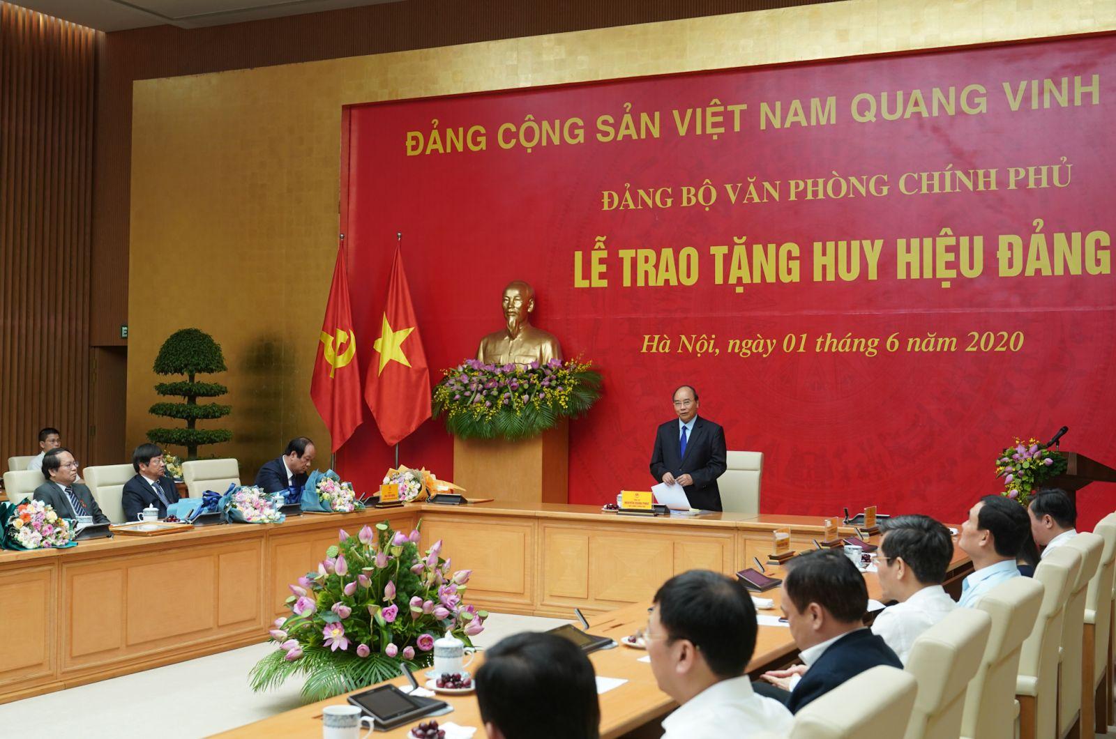 Thủ tướng Nguyễn Xuân Phúc phát biểu tại lễ trao tặng - Ảnh: VGP/Quang Hiếu