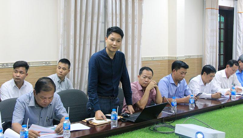 Nhà đầu tư trình bày về dự án.