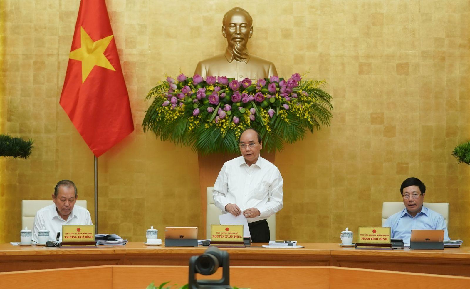 Thủ tướng Nguyễn Xuân Phúc chủ trì phiên họp Chính phủ tháng 5-2020. Ảnh: VGP/Quang Hiếu