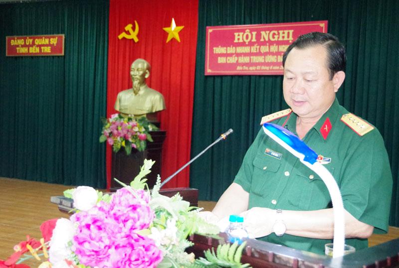 Đại tá Lê Văn Hùng thông báo nhanh kết quả Hội nghị lần thứ 12 Ban Chấp hành Trung ương Đảng khóa XII cho cán bộ, đảng viên.